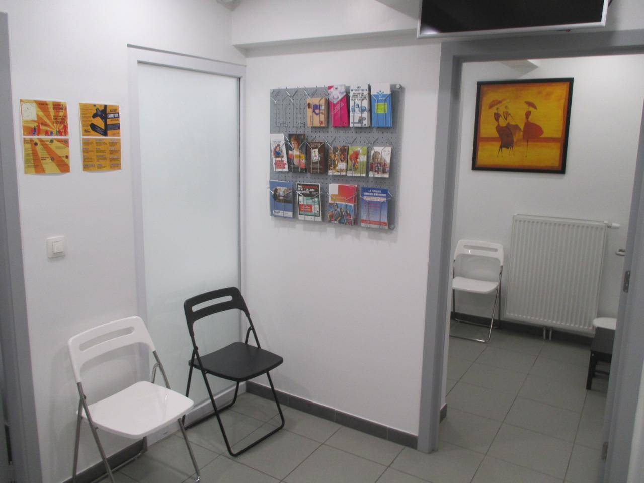 Maison Médicale Humilis : salle d'attente arrière et coin enfants